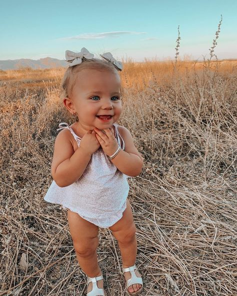 Cute Little Baby, Little Babies, Baby Kids, Cute Baby Girl Outfits, Cute Baby Clothes, Cute Babies Photography, Future Mom, Cute Baby Pictures, Toddler Pictures