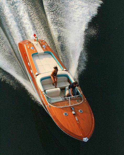 Retro Vintage, Vintage Boats, Wooden Speed Boats, Wood Boats, Riva Boat, Yacht Boat, Boat Dock, Riva Yachts, Luxury Yachts