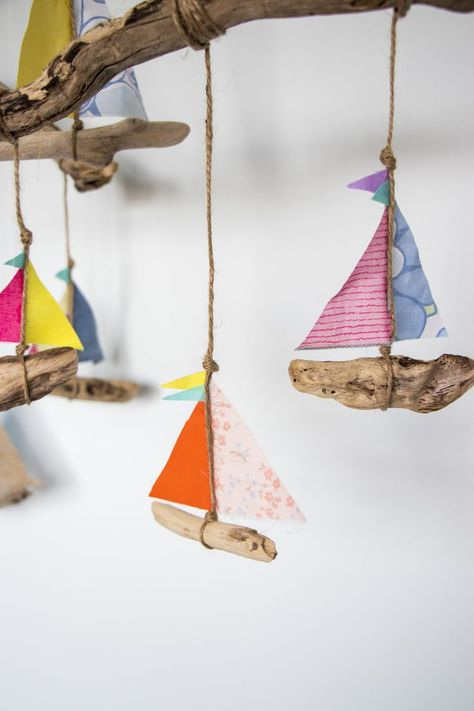Beach Crafts, Summer Crafts, Crafts To Do, Crafts For Kids, Arts And Crafts, Paper Crafts, Driftwood Crafts, Driftwood Mobile, Crafty Kids