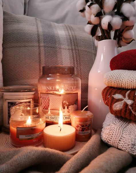 New Free of Charge autumn Candles Tips As with all candles, the first burn is the most important. To begin, candles should burn one hour fo Yankee Candle Scents, Yankee Candles, Scented Candles, Soy Candles, Candle Jars, Fall Candles, Best Candles, Herbst Bucket List, Living Room Candles