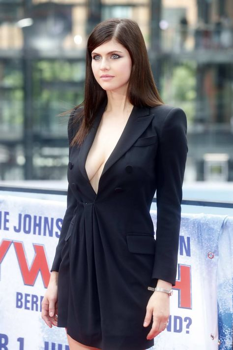 Alexandra Daddario at the Photocall to Promote the Europe