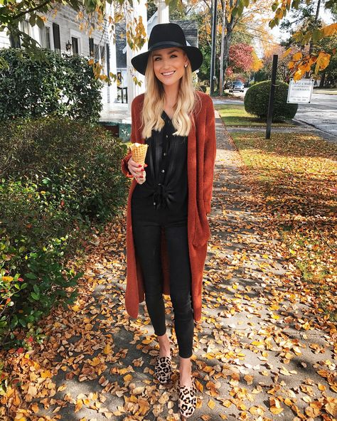 Strickjacke und Leopard - Outfits 2019 Outfits casual Outfits for moms Outfits for school Outfits for teen girls Outfits for work Outfits with hats Outfits women