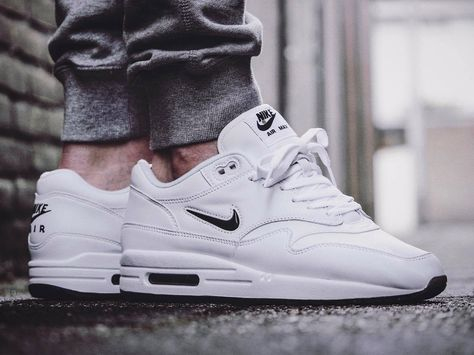 Nike Air Max 1 Jewel Black Diamond 2017 (by maikelboeve