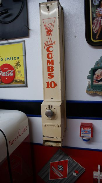 Comb vending machine | Collectors Weekly