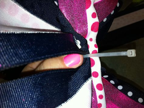 how to make cheer bows | ... The Bomb.com » Blog Archive » How To Make a Rockin' Cheer Bow