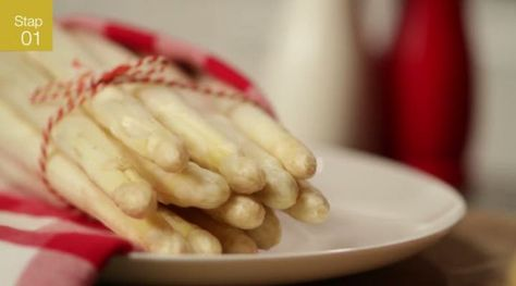 Kijk wat een handige video op Allerhande! Asperges koken