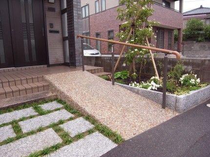 庭の段差解消やスロープを設けるリフォームにかかる費用は 新築 庭 エクステリア 玄関 エクステリア