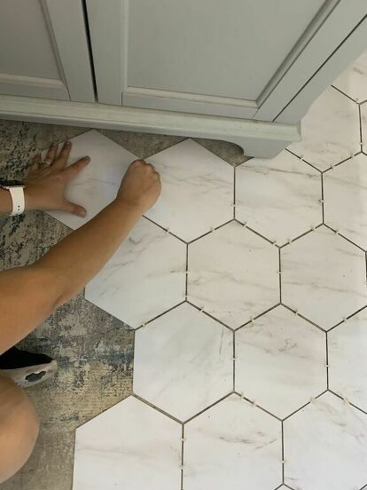Do you want an updated floor but can't stomach the price tag! I'm sharing with you today how we installed LVT flooring in a bathroom. The price point was amazin… Ceramic Floor Tiles, Bathroom Floor Tiles, Bathroom Flooring Options, Bathroom Vinyl, Flooring Ideas, Stick On Tiles Bathroom, Linoleum Flooring Bathroom, Tile Floor Kitchen, Bedroom Decor