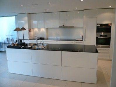 Moderne Kücheninsel Mit Schwarzen Fliesen | Villa | Pinterest | Moderner  Kücheninsel, Schwarze Fliesen Und Kücheninsel