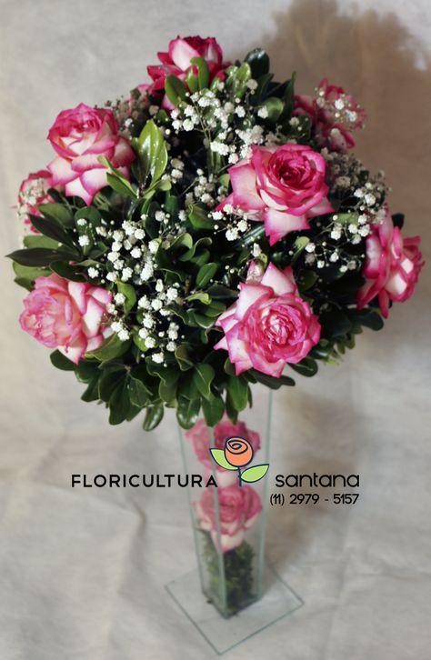 Arranjos De Rosas Cor De Rosa Montado Com Gypsofila E Decorado
