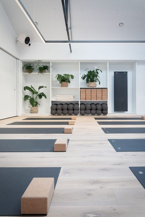 A relaxing yoga pose informed the serene aesthetic of this exercise studio in Dublin, Ireland, created by local studio Jordan Ralph Design. You are in the right place about yoga … Yoga Studio Design, Yoga Studio Interior, Yoga Room Design, Yoga Studio Home, Yoga Studio Decor, Gym Interior, Gym Design, Home Yoga Studios, Yoga Room Decor