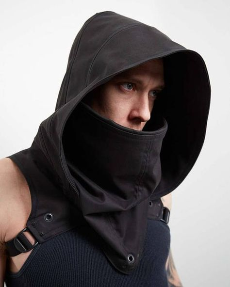 Survive the wasteland with our new and improved Outlaw cowl, featuring a newly designed hood and a fold over cowl to mimic an old world western style. We have also redeveloped the cut for a better fit for any body size on men or women, Two speed straps allow for a snug or loose fit