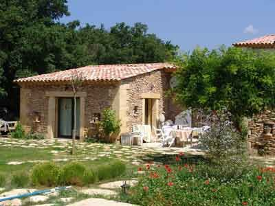 Vente Propriete Avec Gites A Gordes En Vaucluse Gite Decoration Exterieur Maison D Hotes