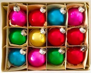 Boules De Noel Anciennes Vintage. Collection. Boîte de 12 boules de Noël anciennes | Kijiji