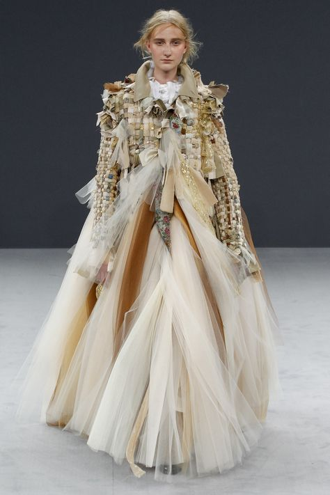 Viktor & Rolf Fall 2016 Couture Fashion Show - Charlotte Lindvig look 37 look at the jacket : don't you want it?