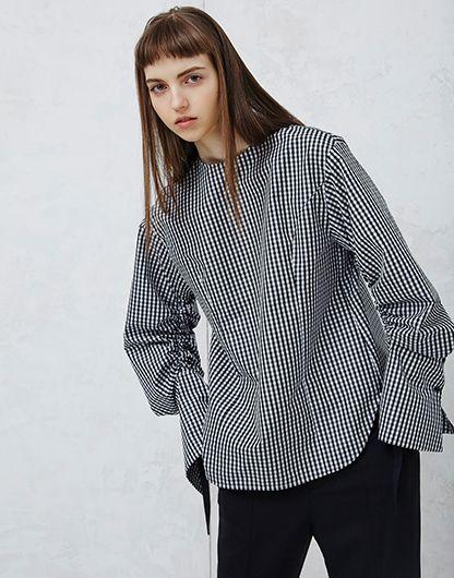 ルシェルブルー/LE CIEL BLEU | ギンガムチェックドローストリングシャツ-BLACK(シャツ/shirt) | 日本国内配送料無料 | フェミニンなギンガムチェックをシャープでクリーンさのあるシャツでクラスアップ。すっきりとしたクルーネックに、袖の内側をリボンでドローストリングしてクシュクシュとしたボリューム感がポイント。<b | セレクトショップ RESTIR