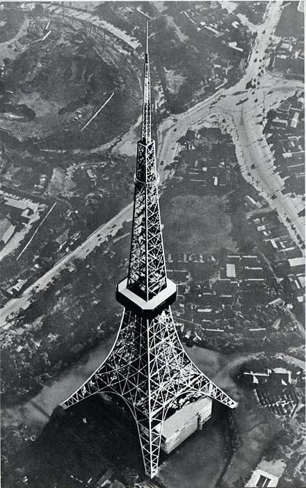 1961年(昭和36年)頃の東京タワー と周辺(赤羽橋の交差点方面 ...