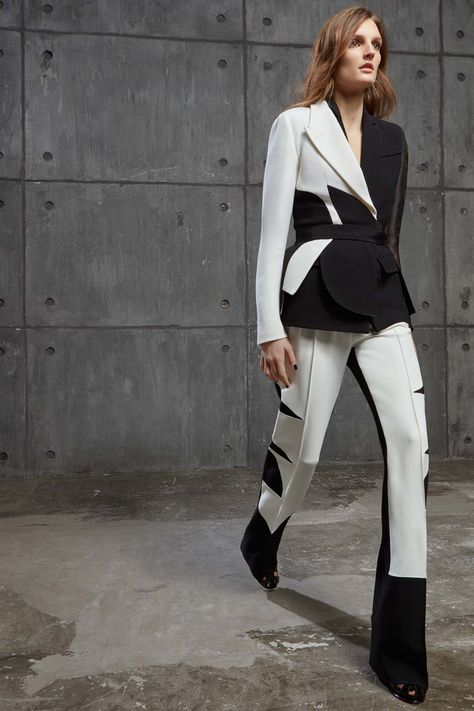 Take a look to Antonio Berardi Pre-Fall the fashion accessories and outfits seen on Londra runaways.