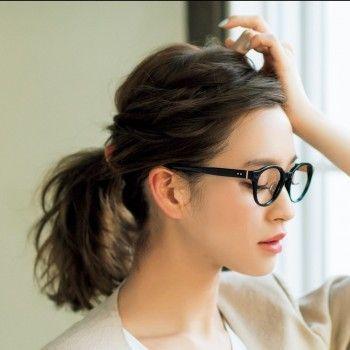 女性からも男性からも人気のポニーテール 前髪が長いと色々なアレンジ