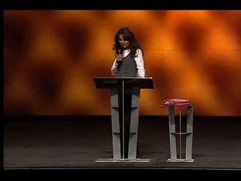 1/7 Lisa Bevere - The Confident Woman Fights Like a Girl