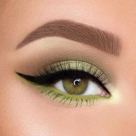 Natural Office Eye Makeup Ideas You'll Love; Natural Eye Makeup; Office Makeup; Natural Office Makeup; Smoking Eyes; Smoking Eyes Makeup; Color Eye Shadows; Glitter Eye Shadows; Long Eyelashes; Curl Eyelashes; Thick Eyelashes;
