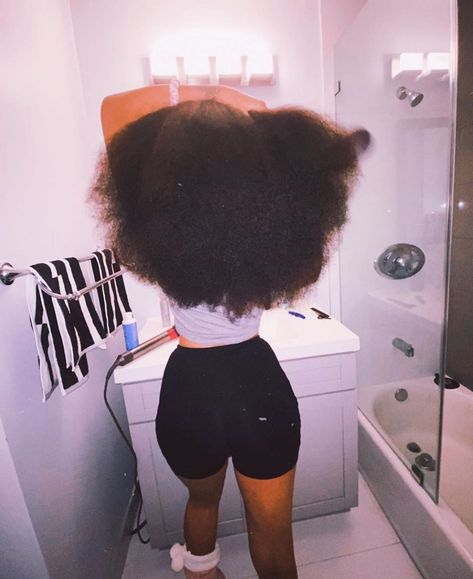 4 Vitamins + 2 Minerals Needed for healthy hair growth - Hair Loss Treatment Natural Hair Inspiration, Natural Hair Tips, Natural Hair Styles, Dyed Natural Hair, Natural Hair Journey, Baddie Hairstyles, Black Girls Hairstyles, School Hairstyles, Girls Natural Hairstyles