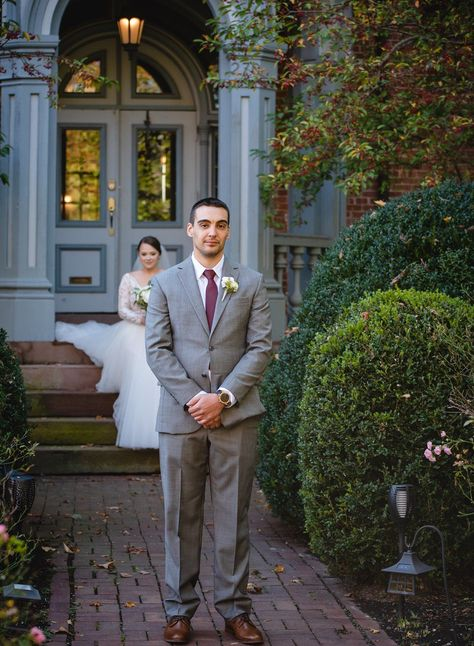 Click through to soak up all the amazing wedding day inspiration in this blog post that brings together boutique wedding venue and backyard wedding vibes at this Connecticut intimate wedding in the fall. #weddingphotography #weddinginspo #weddinginspiration #intimatewedding #smallwedding #outdoorwedding #backyardwedding #bnbwedding #weddingplanning