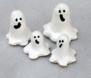 Halloween crafts: salt dough ghosts, very cute!