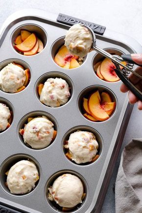 Peach Upside Down Mini Cakes ~Sweet & Savory by Shinee These super moist and tender peach upside down mini cakes are bursting with peaches in every bite. Easy to make, this recipe is a keeper for that indulgent peach season! Mini Desserts, Easy Desserts, Baking Desserts, Dessert Simple, Baking Recipes, Cake Recipes, Dessert Recipes, Recipes Dinner, Whole30 Recipes