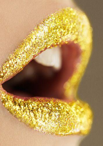 Glittering yellow lips!