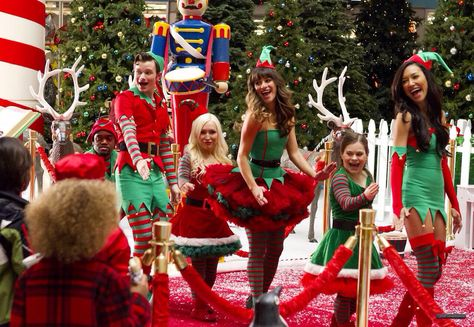 Kurt, Rachel and Santana as elves in 5x08 'Previously Unaired ...