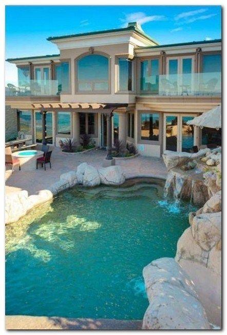 30 Superb Coastal Home Exterior Designs For The Beach Lovers