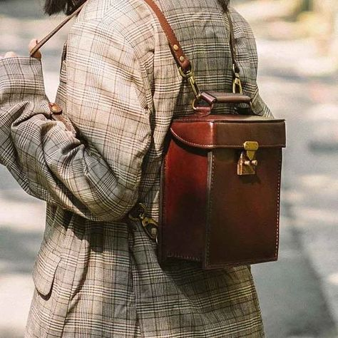 Aesthetic Fashion, Aesthetic Clothes, Aesthetic Dark, Vintage Outfits, Vintage Fashion, Vintage Bags, Vintage Style, Vintage Leather, Handmade Leather