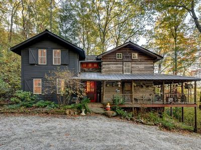585 Crystal Creek Rd Otto Nc 28763 Mls 26008855 Zillow Log Cabin Exterior North Carolina Cabins Farmhouse Style House