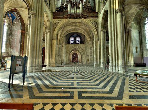 Labyrinthe De La Cathedrale De Chartres Et D Amiens Cathedrale