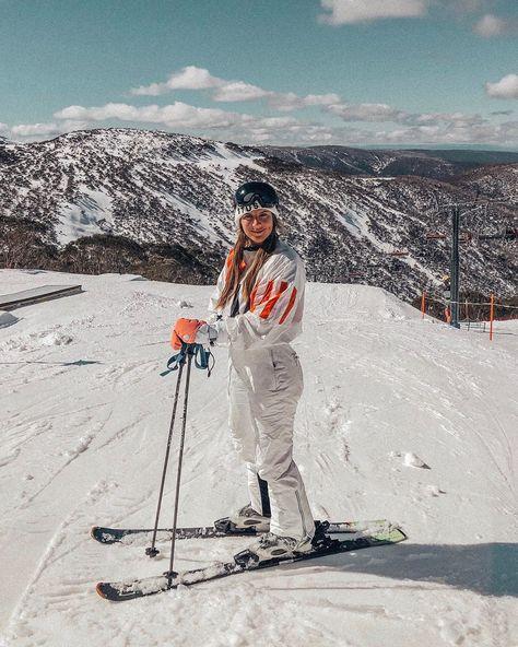 13 Very Chic Ski Outfit Ideas For Stylish Women - Hello Bombshell! Ski And Snowboard, Snowboarding, Snow Mountain, Mountain Biking, Ski Girl, Ski Fashion, Ski Slopes, Cross Country Skiing, Santa Cruz