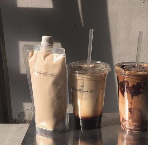♡ Iced coffee recipes - refreshing & vegan ♡ on We Heart It Aesthetic Coffee, Brown Aesthetic, Aesthetic Food, Aesthetic Vintage, Iced Coffee, Coffee Drinks, Coffee Shop, Coffee Break, Coffee Maker