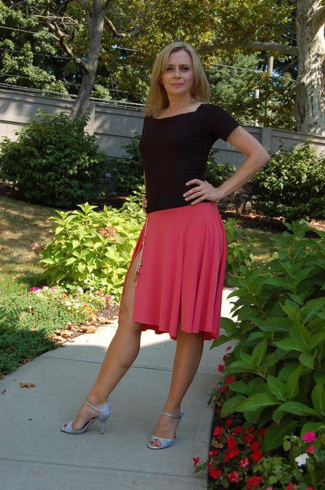 Slit Skirt, High Waisted Skirt, Black Rocks, Fishtail Skirt, Argentine Tango, Sexy Legs And Heels, Lingerie Dress, Women Legs, Sexy Older Women