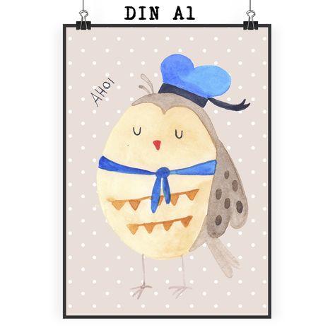 """Poster DIN A1 Eule Matrosen aus Papier 160 Gramm  weiß - Das Original von Mr. & Mrs. Panda.  Jedes wunderschöne Motiv auf unseren Postern aus dem Hause Mr. & Mrs. Panda wird mit viel Liebe von Mrs. Panda handgezeichnet und entworfen.  Unsere Poster werden mit sehr hochwertigen Tinten gedruckt und sind 40 Jahre UV-Lichtbeständig und auch für Kinderzimmer absolut unbedenklich. Dein Poster wird sicher verpackt per Post geliefert.    Über unser Motiv Eule Matrosen  Ganz nach dem Motto """"Du bist…"""