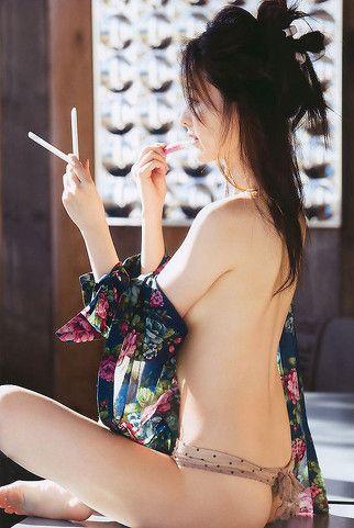 瀬戸早妃さんのインナー姿