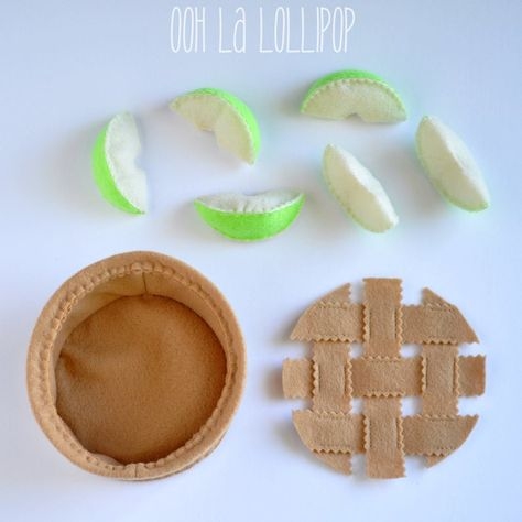 Make Your Own Apple Pie felt apple pie play food pretend image 6 Felt Diy, Felt Crafts, Crafts To Make, Diy For Kids, Crafts For Kids, Felt Cupcakes, Felt Play Food, Felt Books, Make Your Own