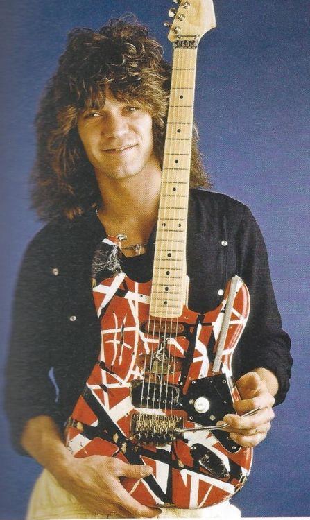 Love the design on Eddie Van Halen's guitar! Eddie Van Halen, Alex Van Halen, Rock Roll, Heavy Metal, David Lee Roth, Dave Grohl, Gibson Les Paul, Music Guitar, Punk