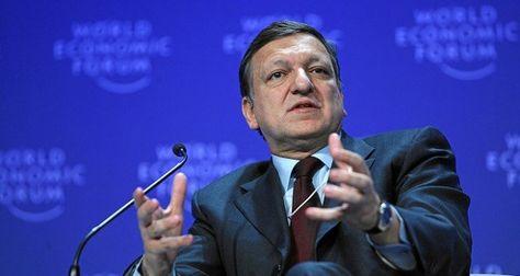 Ex-EU-Kommissionspräsident Durão Barroso, der 20 Monate nach dem Ausscheiden aus dem öffentlichem Amt zu Goldman Sachs wechselte, wird fortan in Brüssel als Lobbyist und nicht mehr als ehemaliger EU-Kommissar empfangen. Junker gab gegenüber denen nach, die die undurchsichtigen Verbindungen zwischen Wirtschaft und Politik anprangern, was Vielen nicht weit genug geht.