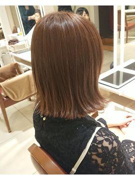 切りっぱなしボブ ハニーピンクブラウンカラー 髪色 ベージュ