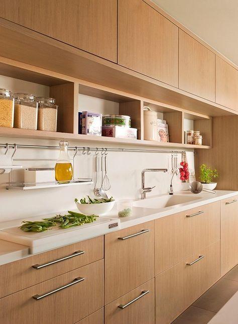 Cocina pequeña con alacenas de madera | Cocinas y baños ...