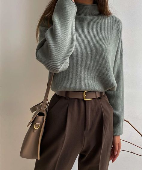 Minimalist Fashion Must Haves .Minimalist Fashion Must Haves Aesthetic Fashion, Aesthetic Clothes, Look Fashion, 90s Fashion, Fashion Types, Fashion Today, Workwear Fashion, Fashion Clothes For Men, Retro Style Fashion