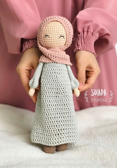 Excited to share this item from my shop: Crohet pattern hijab doll ,amigurumi doll,muslim toys Diy Crochet Doll, Crochet Doll Tutorial, Kawaii Crochet, Knitted Dolls, Cute Crochet, Crochet Geek, Diy Doll Pattern, Crochet Dolls Free Patterns, Amigurumi Patterns