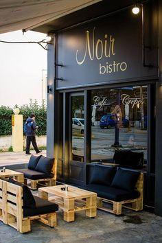 Banco De Pallet Com Almofadas Pretas Com Imagens Cafe Bar
