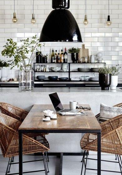 How To Elevate Your Dining Room Decor With Contemporary Lighting Eetkamer Industrieel Eetkamer Decoreren Moderne Eetkamer