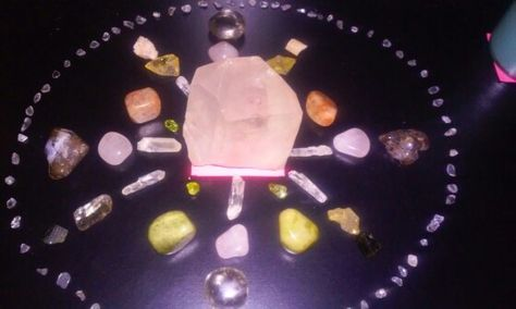 My crystal grid for love and abundance: Raw clear quartz point in center, with rose quartz, fire agate, peridot, citrine, smokey quartz, sunstone, emerald and idocrase...encircled by clear quartz pieces for amplification.  I set this grid up along with my 1.9.16 Capricorn New Moon Intentions and some candle magic. I'm not playin y'all! #onebodywellnessandmetaphysics #crystalgrids #capricornnewmoon2016 #lawofattraction #crystalhealing